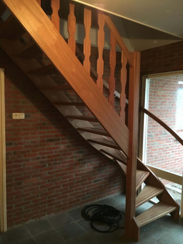 Meranti trap met onderkwart for Trap maken bereken