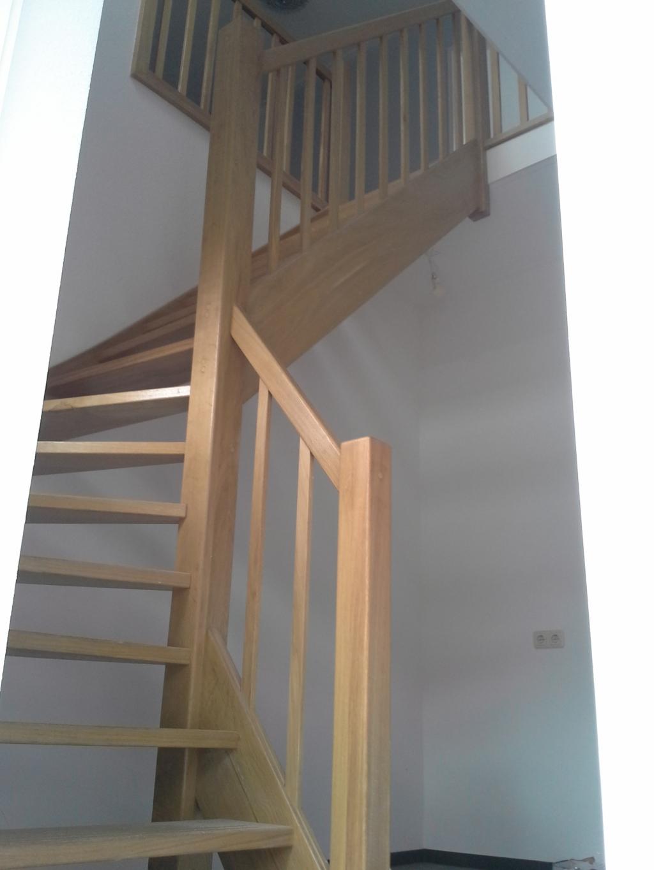 Gemaakte houten trappen door droomtrappen - Aanpassen van een houten trap ...
