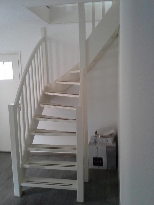 Wit houten trap - Redo houten trap ...