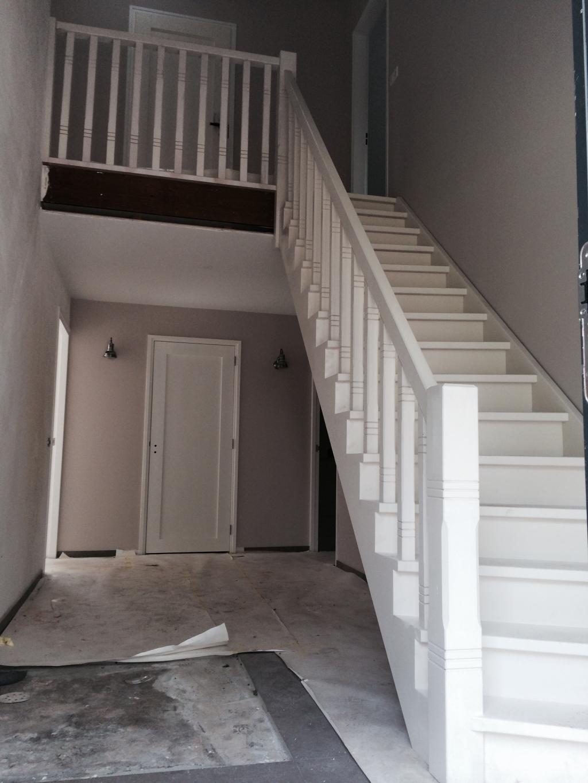 Wit gegronde scheluwe trap for Dichte trap maken
