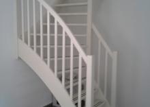 Wit houten trap for Trap maken bereken